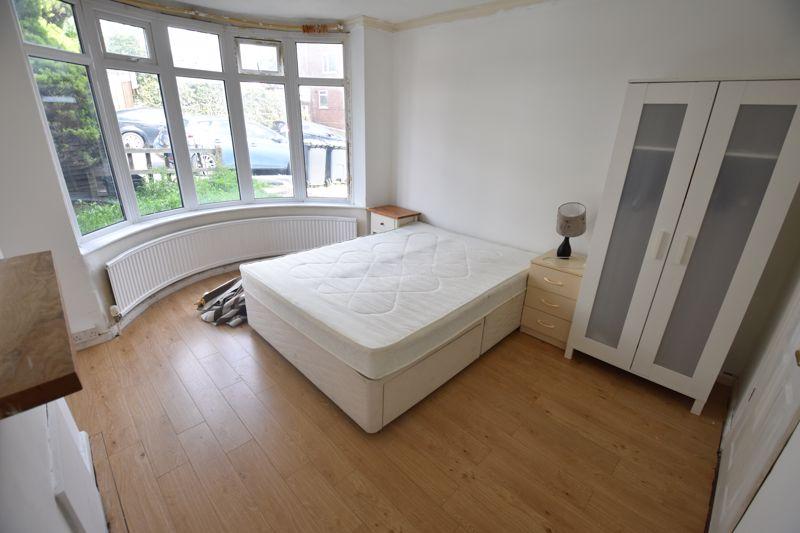 3 bedroom Semi-Detached  to rent in Milton Road, Luton - Photo 2