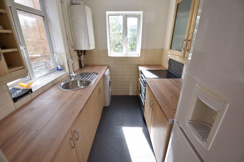3 bedroom Semi-Detached  to rent in Milton Road, Luton - Photo 3