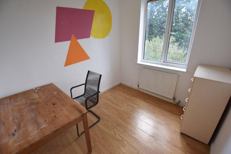 3 bedroom Semi-Detached  to rent in Milton Road, Luton - Photo 4