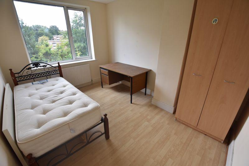 3 bedroom Semi-Detached  to rent in Milton Road, Luton - Photo 5