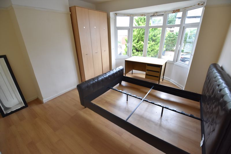 3 bedroom Semi-Detached  to rent in Milton Road, Luton - Photo 6