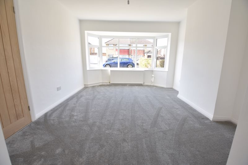 3 bedroom Semi-Detached  to buy in Crowland Road, Luton - Photo 12