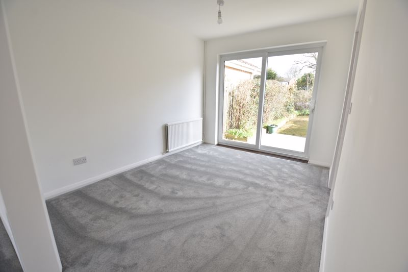 3 bedroom Semi-Detached  to buy in Crowland Road, Luton - Photo 13