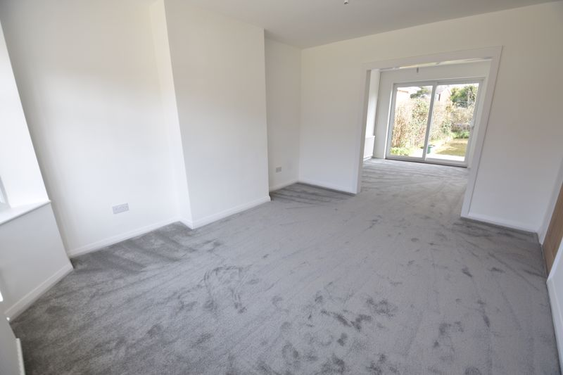 3 bedroom Semi-Detached  to buy in Crowland Road, Luton - Photo 14