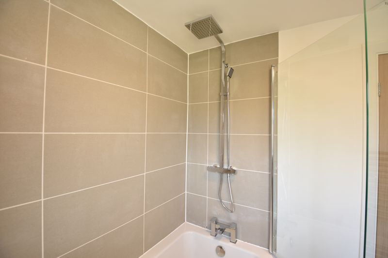 3 bedroom Semi-Detached  to buy in Crowland Road, Luton - Photo 2