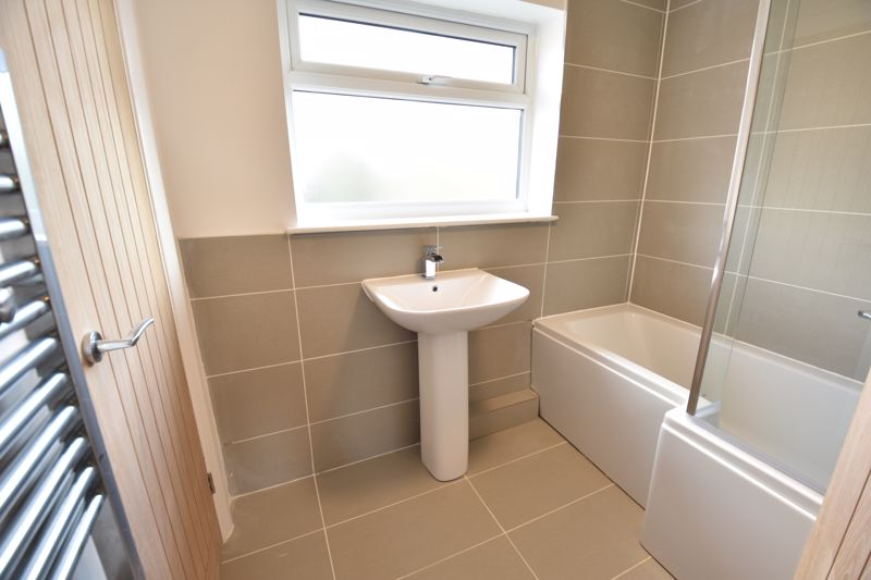 3 bedroom Semi-Detached  to buy in Crowland Road, Luton - Photo 3