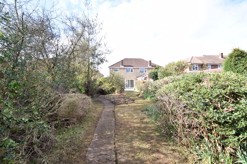3 bedroom Semi-Detached  to buy in Crowland Road, Luton - Photo 6