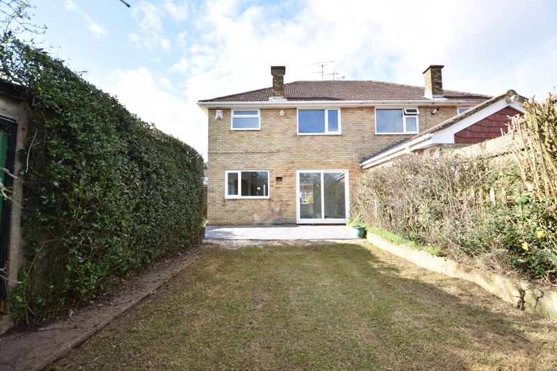 3 bedroom Semi-Detached  to buy in Crowland Road, Luton - Photo 7