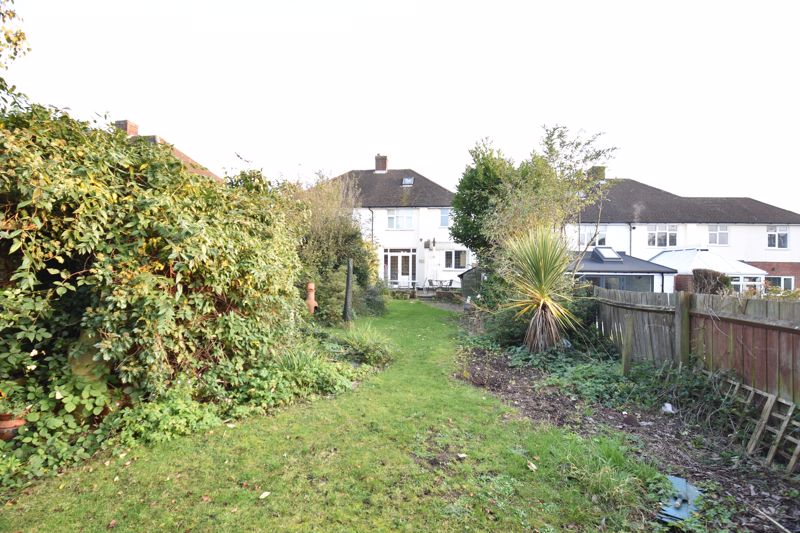 3 bedroom  to buy in  Swiftsgreen Close, Luton - Photo 2