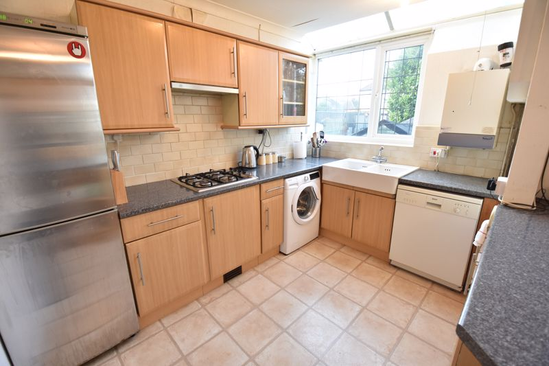 3 bedroom  to buy in  Swiftsgreen Close, Luton - Photo 7