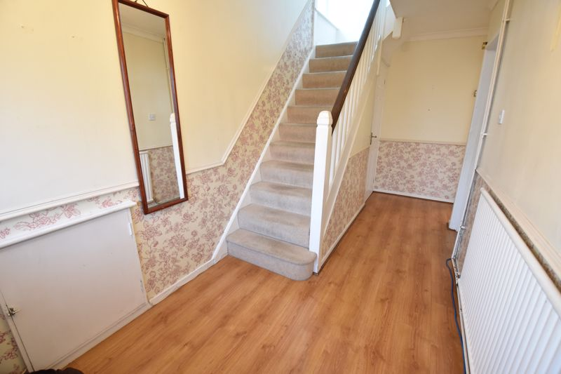 3 bedroom  to buy in  Swiftsgreen Close, Luton - Photo 9