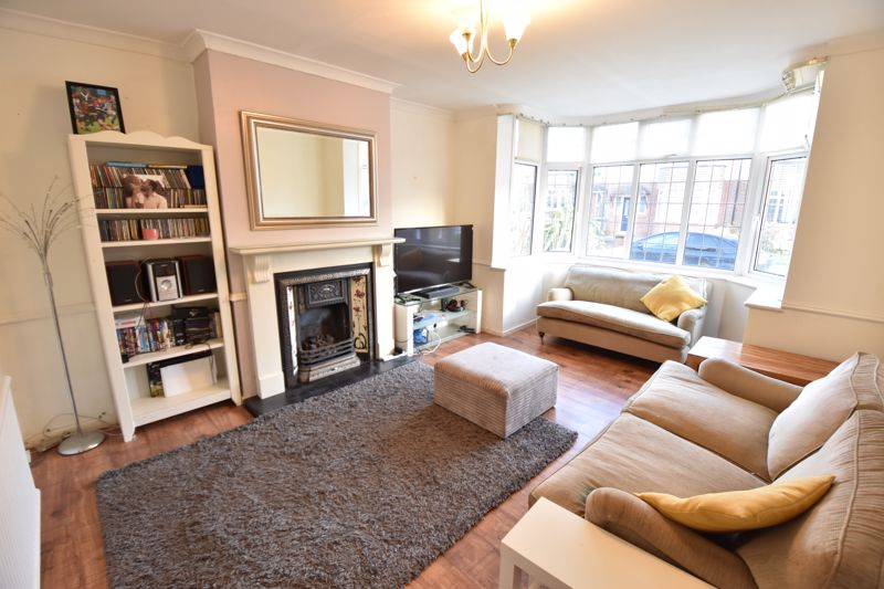 3 bedroom  to buy in  Swiftsgreen Close, Luton - Photo 10
