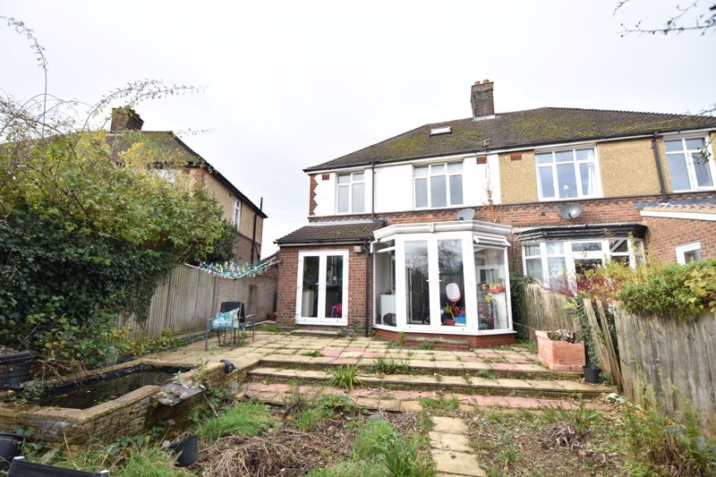 3 bedroom Semi-Detached  to buy in St. Martins Avenue, Luton - Photo 2