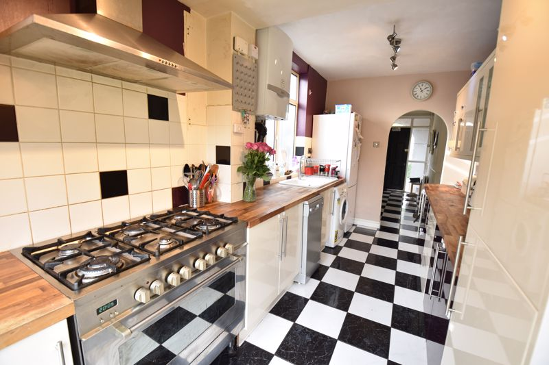 3 bedroom Semi-Detached  to buy in St. Martins Avenue, Luton - Photo 4