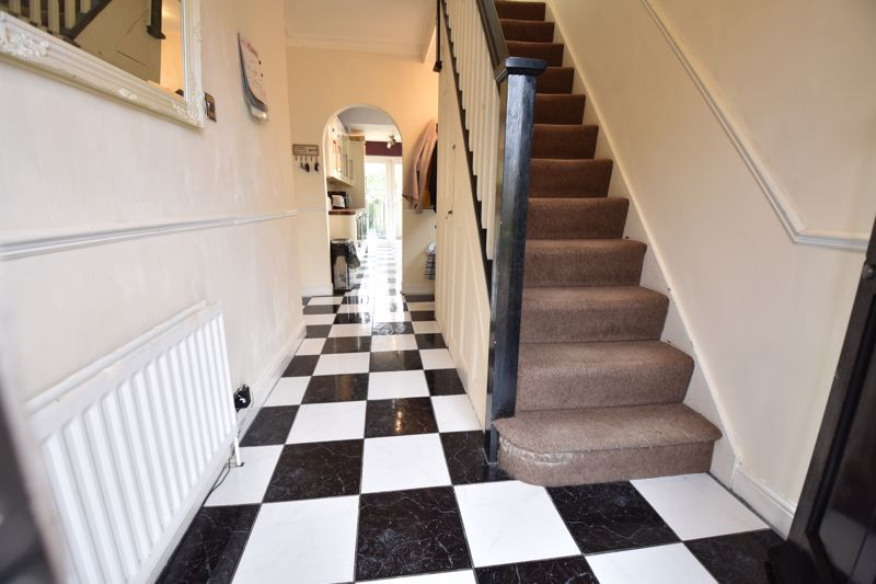 3 bedroom Semi-Detached  to buy in St. Martins Avenue, Luton - Photo 6