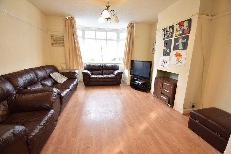 3 bedroom Semi-Detached  to buy in St. Martins Avenue, Luton - Photo 7