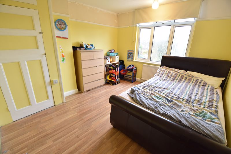 3 bedroom Semi-Detached  to buy in St. Martins Avenue, Luton - Photo 11