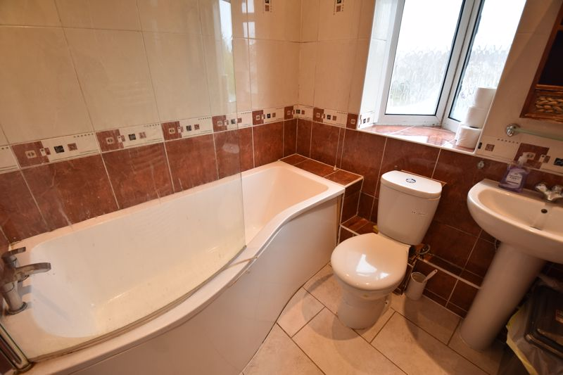 3 bedroom Semi-Detached  to buy in St. Martins Avenue, Luton - Photo 13
