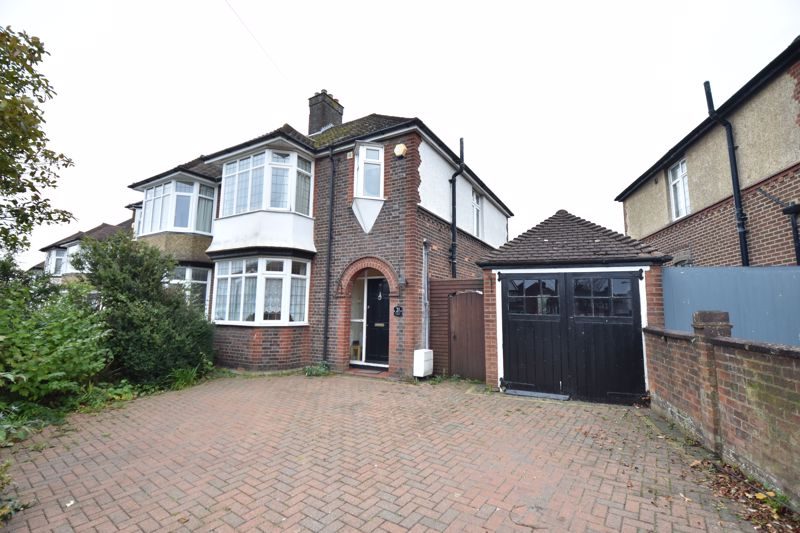 3 bedroom Semi-Detached  to buy in St. Martins Avenue, Luton - Photo 14