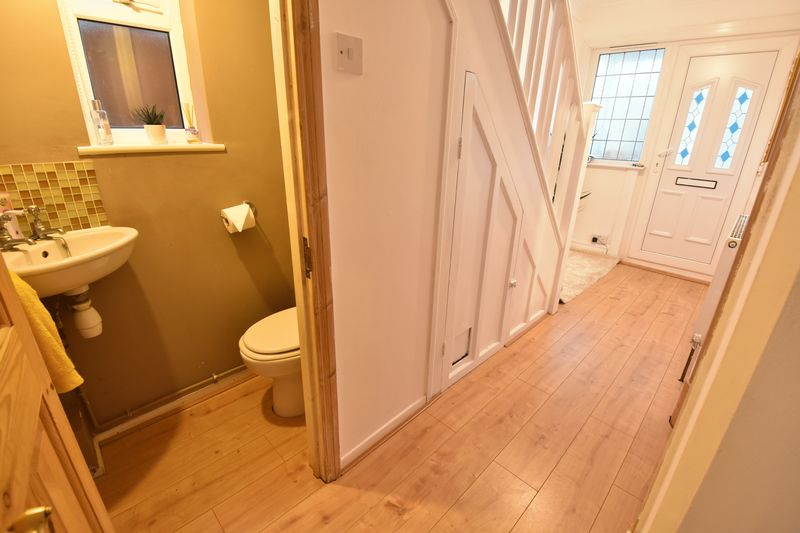 3 bedroom Semi-Detached  to buy in Cutenhoe Road, Luton - Photo 3