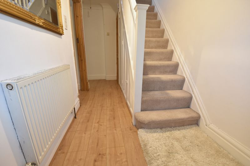 3 bedroom Semi-Detached  to buy in Cutenhoe Road, Luton - Photo 4
