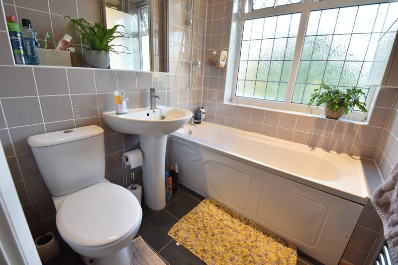 3 bedroom Semi-Detached  to buy in Cutenhoe Road, Luton - Photo 8
