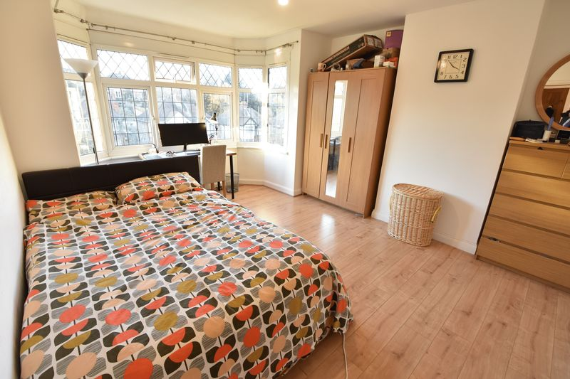 3 bedroom Semi-Detached  to buy in Cutenhoe Road, Luton - Photo 9