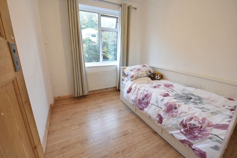 3 bedroom Semi-Detached  to buy in Cutenhoe Road, Luton - Photo 11