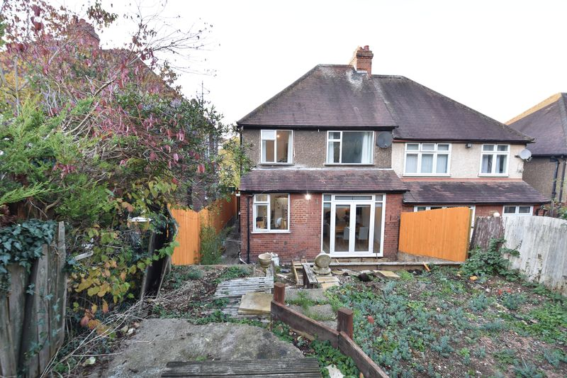 3 bedroom Semi-Detached  to buy in Cutenhoe Road, Luton - Photo 16