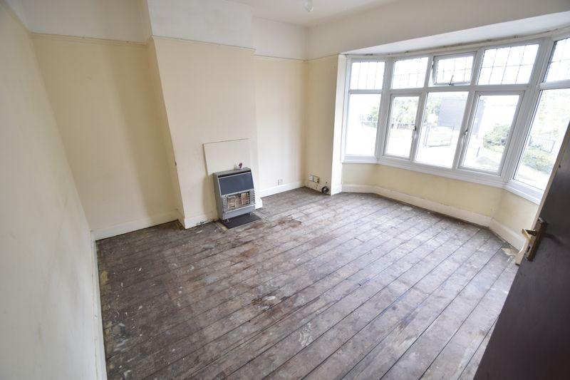 3 bedroom  to buy in Kingsway, Luton - Photo 1