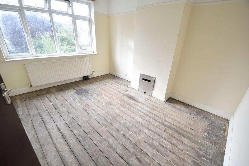 3 bedroom  to buy in Kingsway, Luton - Photo 2