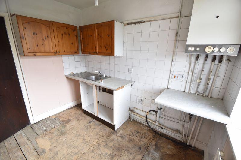 3 bedroom  to buy in Kingsway, Luton - Photo 3
