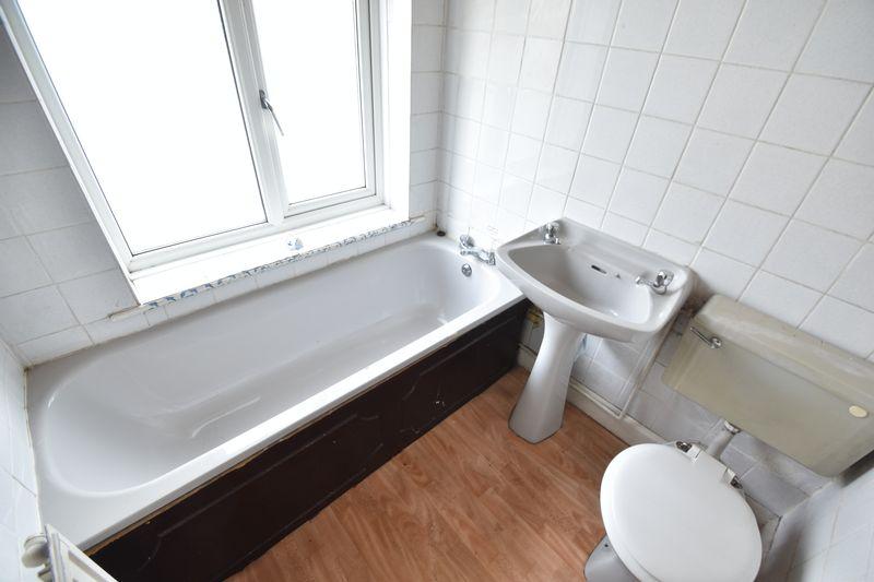 3 bedroom  to buy in Kingsway, Luton - Photo 4