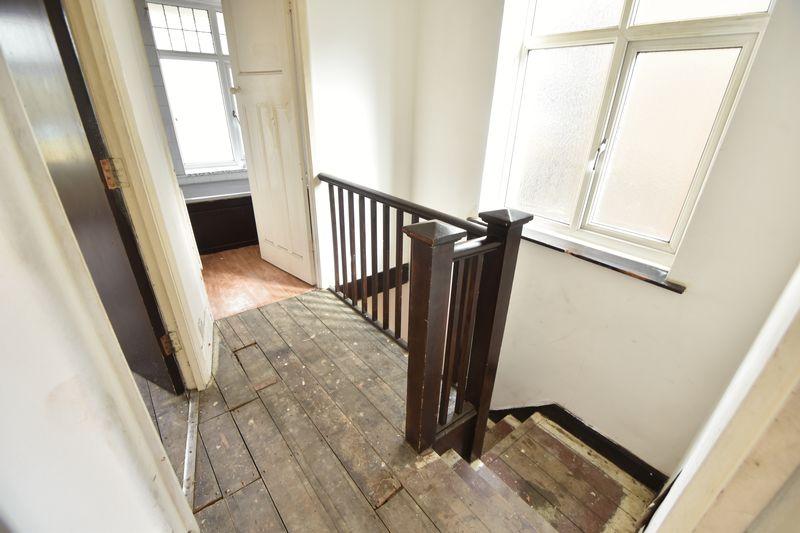 3 bedroom  to buy in Kingsway, Luton - Photo 5