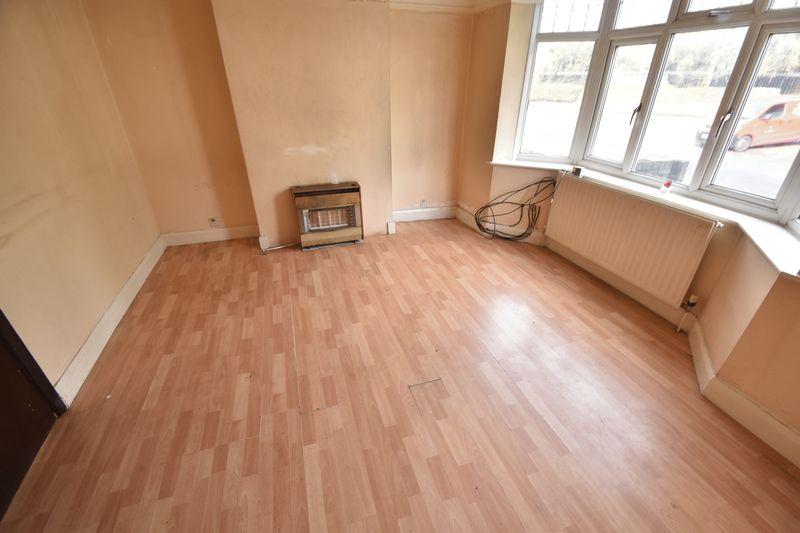 3 bedroom  to buy in Kingsway, Luton - Photo 6