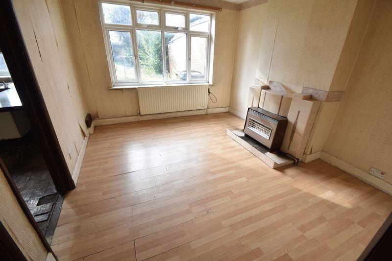 3 bedroom  to buy in Kingsway, Luton - Photo 7