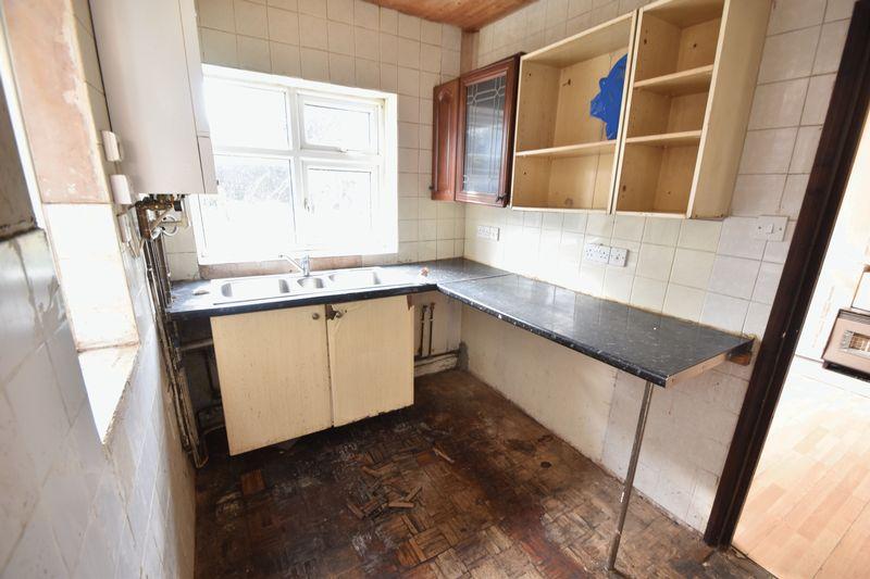 3 bedroom  to buy in Kingsway, Luton - Photo 8