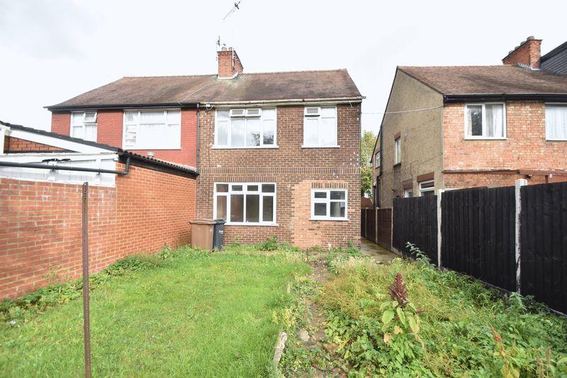 3 bedroom  to buy in Kingsway, Luton - Photo 11