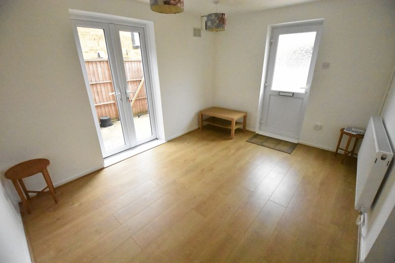 1 bedroom Mid Terrace to rent in Lesbury Close, Luton - Photo 2