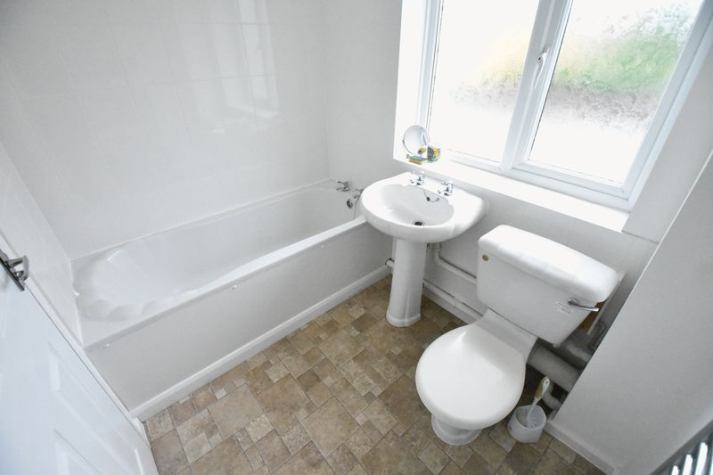 1 bedroom Mid Terrace to rent in Lesbury Close, Luton - Photo 5