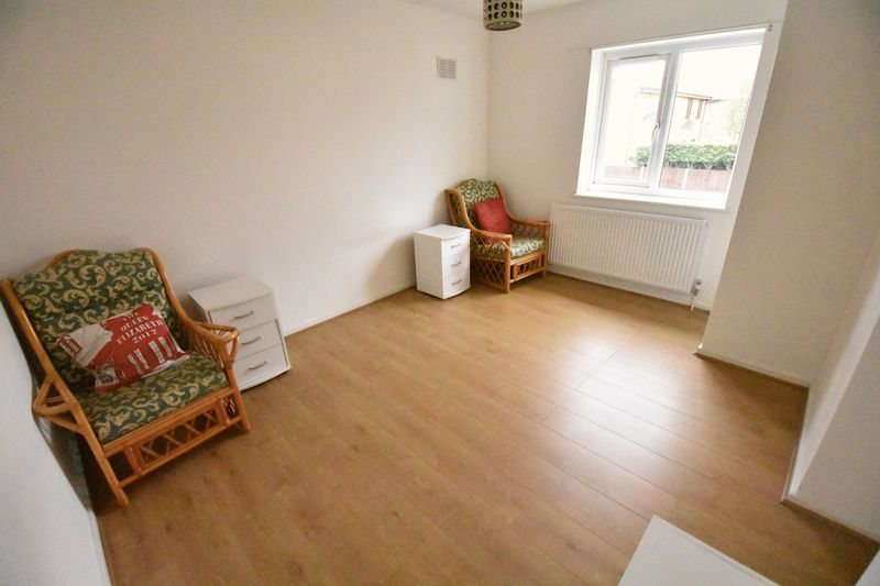 1 bedroom Mid Terrace to rent in Lesbury Close, Luton - Photo 6