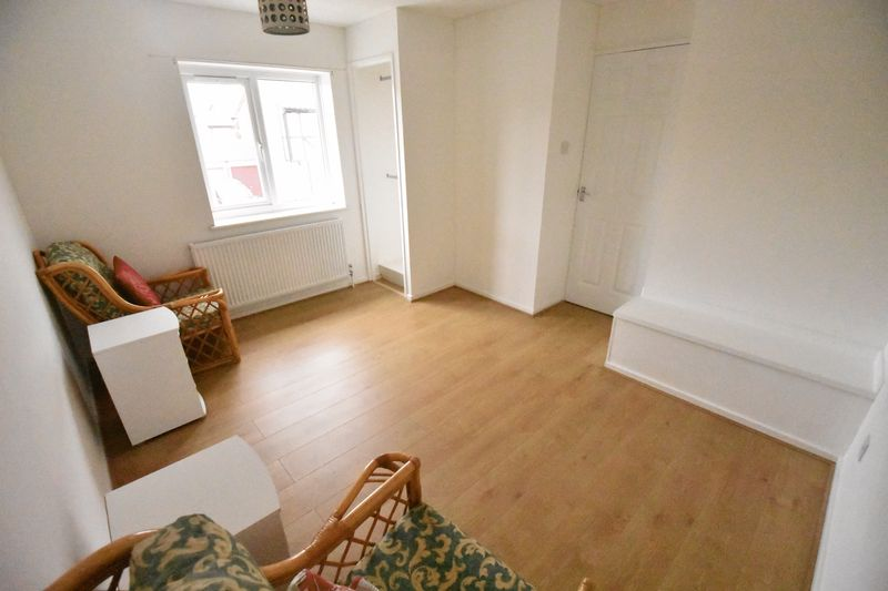 1 bedroom Mid Terrace to rent in Lesbury Close, Luton - Photo 7