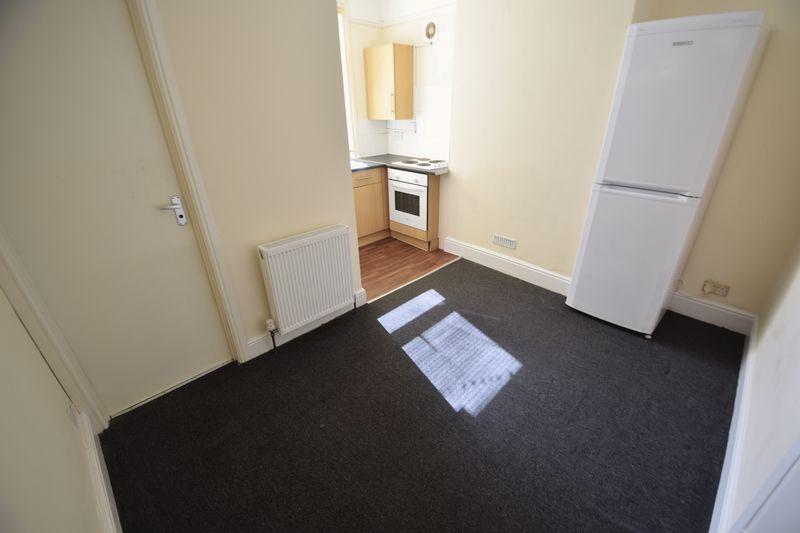1 bedroom Flat to rent in Crawley Road, Luton - Photo 3
