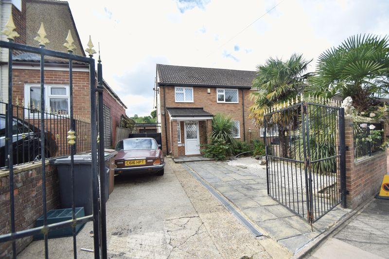 3 bedroom Semi-Detached  to rent in Bradley Road, Luton