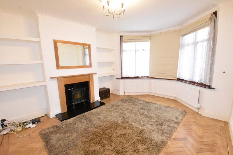 4 bedroom Semi-Detached  to rent in Priory Gardens, Luton - Photo 3