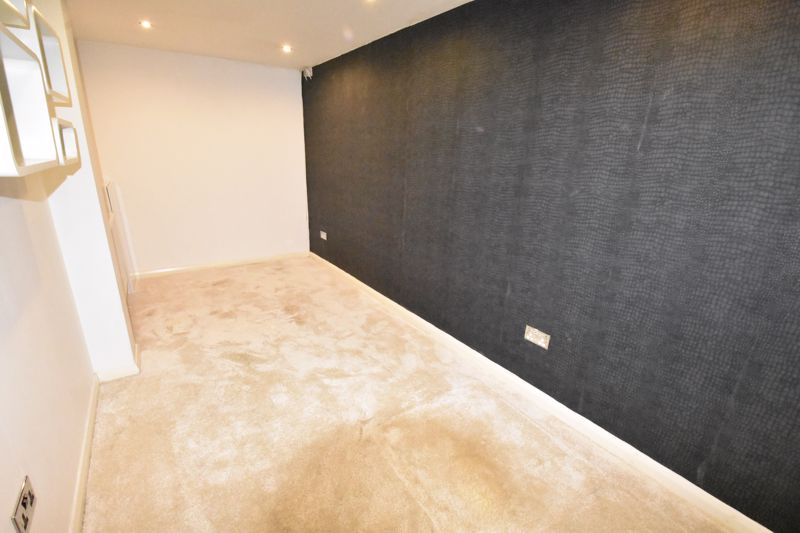 4 bedroom Semi-Detached  to rent in Priory Gardens, Luton - Photo 4