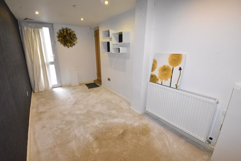4 bedroom Semi-Detached  to rent in Priory Gardens, Luton - Photo 5