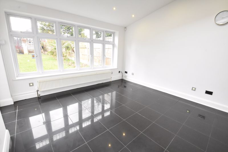 4 bedroom Semi-Detached  to rent in Priory Gardens, Luton - Photo 17