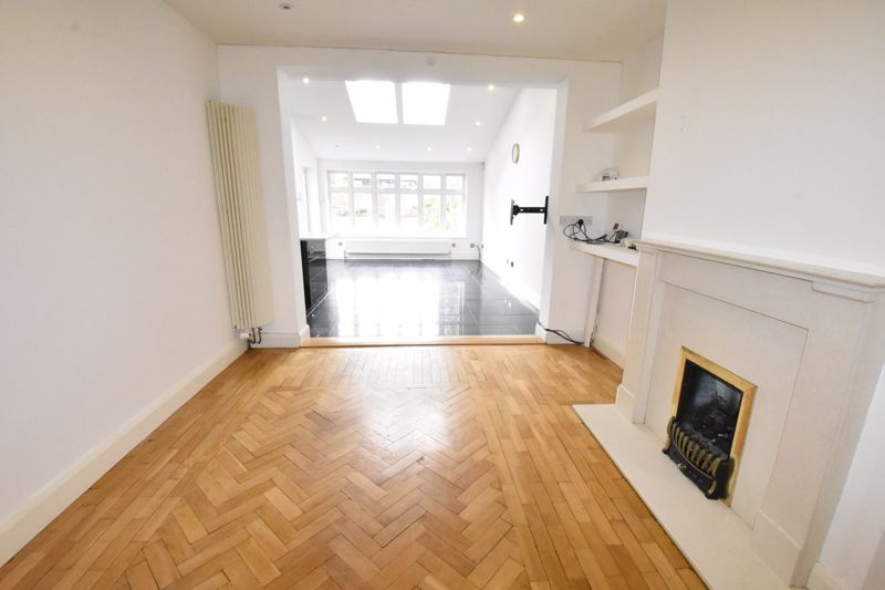 4 bedroom Semi-Detached  to rent in Priory Gardens, Luton - Photo 20