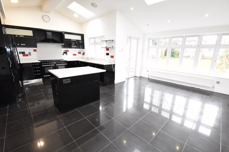 4 bedroom Semi-Detached  to rent in Priory Gardens, Luton - Photo 21